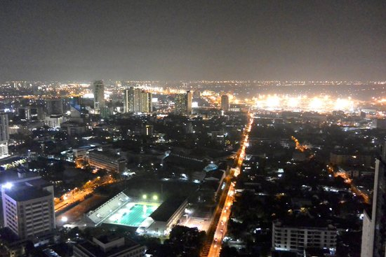 Bangkok Marriott Hotel Sukhumvit: View from the rooftop lounge