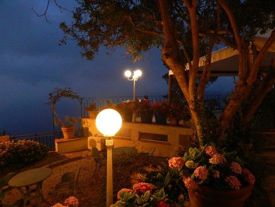 Hotel San Michele: Serine grounds