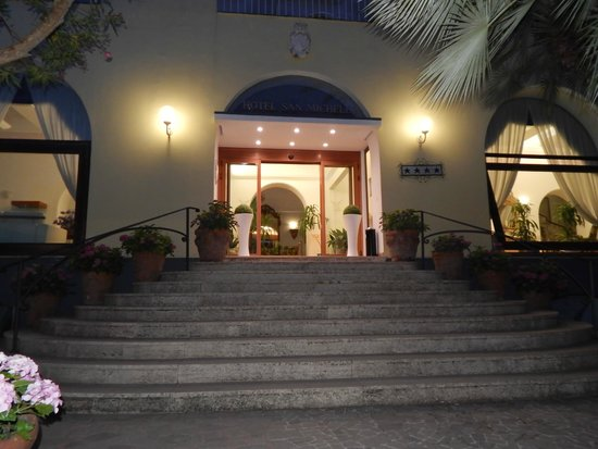 Hotel San Michele: Front of hotel
