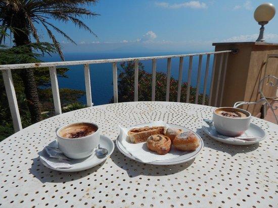 Hotel San Michele: Breakfast on our balcony!