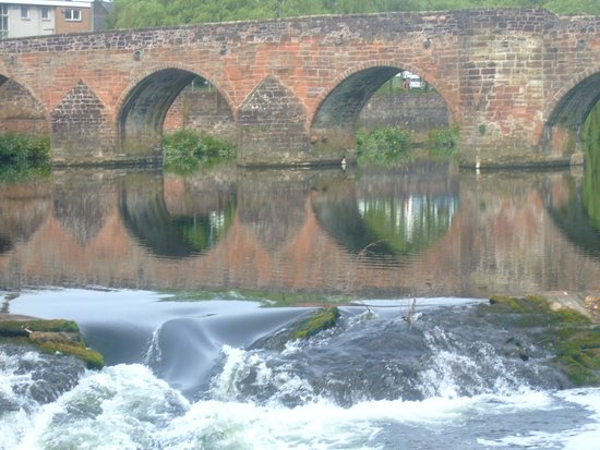 Dumfries Villa: The Auld Brig over the Nith