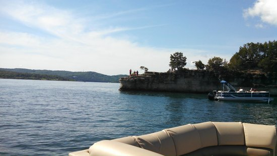 Table Rock Lake: Cliff Jumping