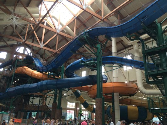 Great Wolf Lodge: Some of the indoor water slides