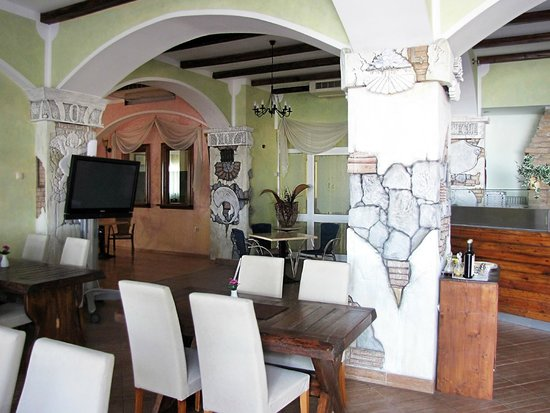 Hotel Selce: интерьер кафе отеля