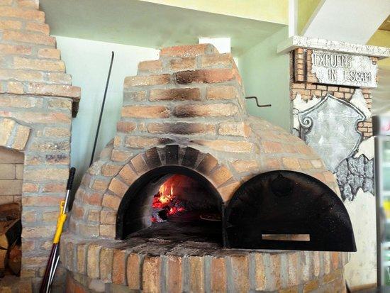 Hotel Selce: печь для выпекания пиццы
