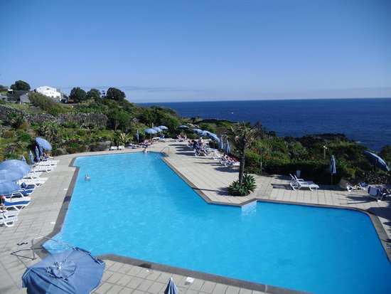 Caloura Hotel Resort : View over pool
