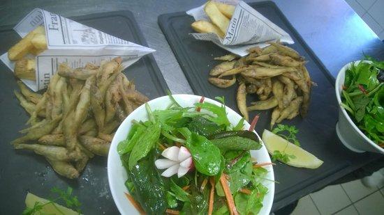 La Cuillere a Omble Cafe Restaurant: Friture de lac