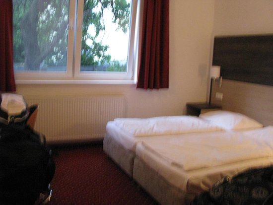 Arion Hotel Vienna Airport: average rooms