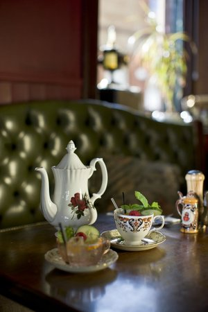 Roseleaf: Pot Tails = Cocktails in teapots:)