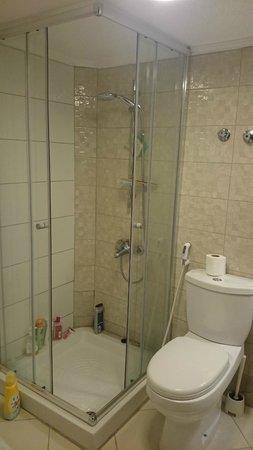 Salmiya Casa Hotel Apartments: bathroom