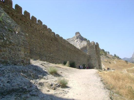 Sudak Hotel: Дорога к крепости