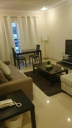 Salmiya Casa Hotel Apartments: living room
