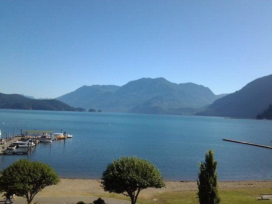 Harrison Hot Springs Resort & Spa: wake up view