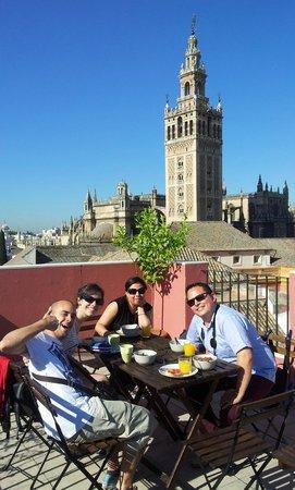 Grand Luxe Hostel: Vista desayunando desde la terraza!!