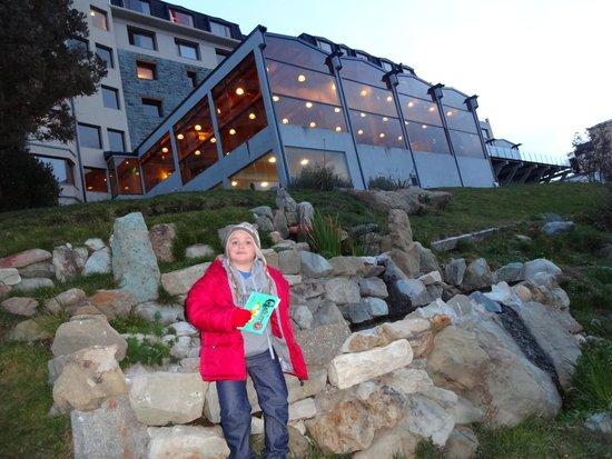 Alma del Lago Suites & Spa: Vista desde el lago hacia el hotel