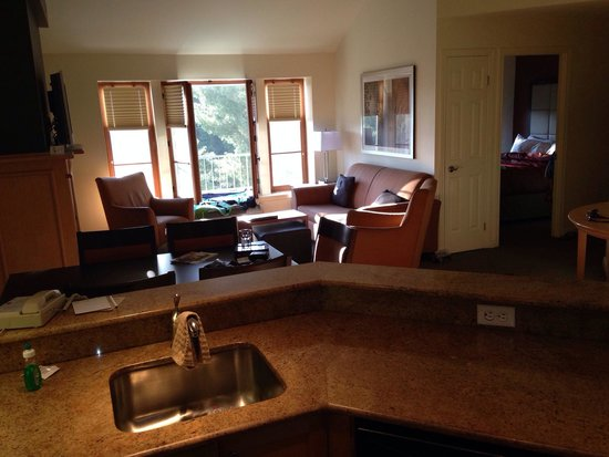 Homewood Suites Mont-Tremblant : View of dining room and living room from kitchen