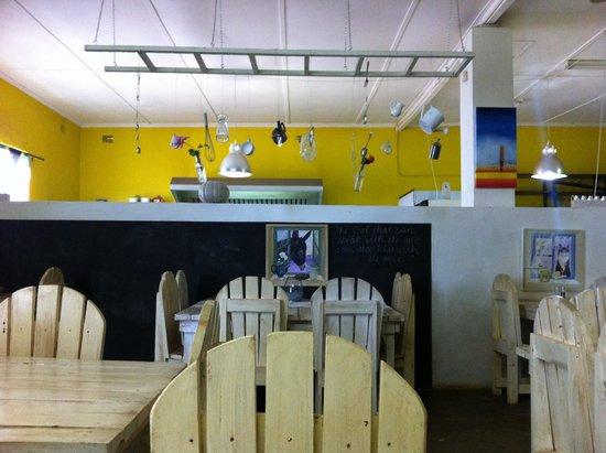 Hazel's Organic Restaurant: Funky interior