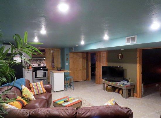 FlatIron Historic Sandstone Inn: Downstairs