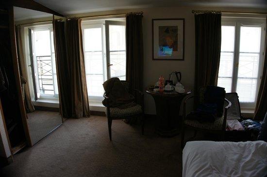 Hotel Opera Richepanse: Большая комната двухкомнатного номера
