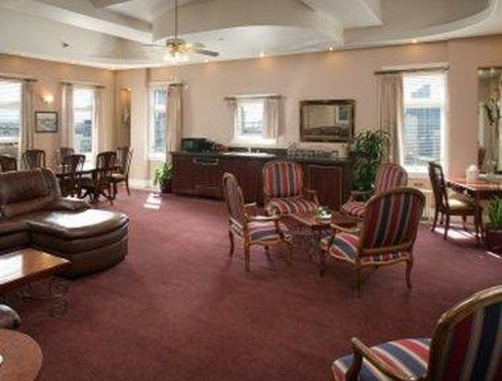 Ramada Gaslamp Convention Center: Presidential Suite Living Room