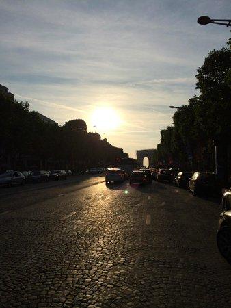 Champs-Elysees: Camino al Arco