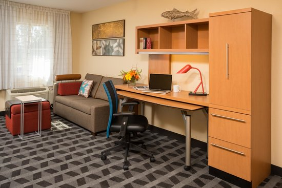 TownePlace Suites Bend Near Mt. Bachelor: King Suite Desk
