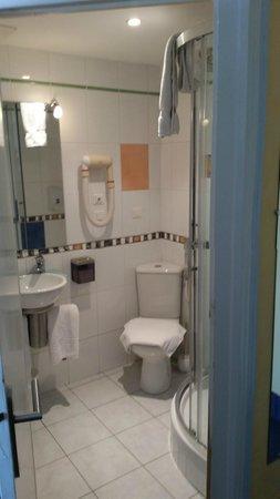 Angelina Hotel: Bathroom