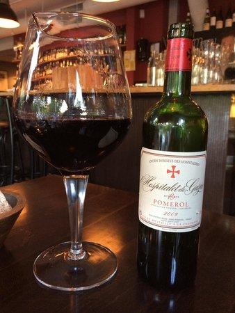 Le Benjamin Bar & Bistro : Wein Dekantiert