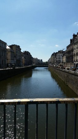 Angelina Hotel : Rennes city center, canal view near hotel