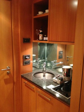 The Mandala Hotel : Kitchenette