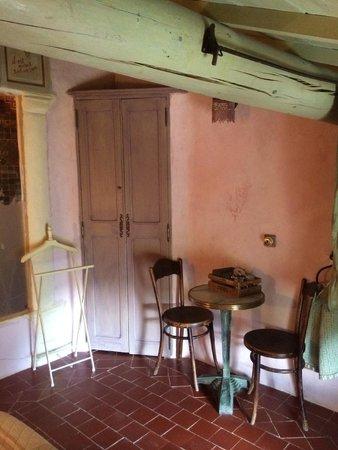 Au Coquin de Sort : Corner of our guest room
