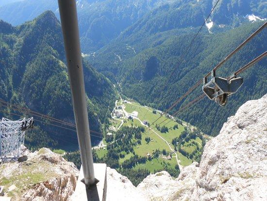 Hotel Garni Roberta: View from Marmolada cable car