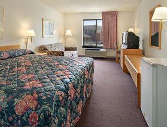 Super 8 Wausau: Standard King Bed Room