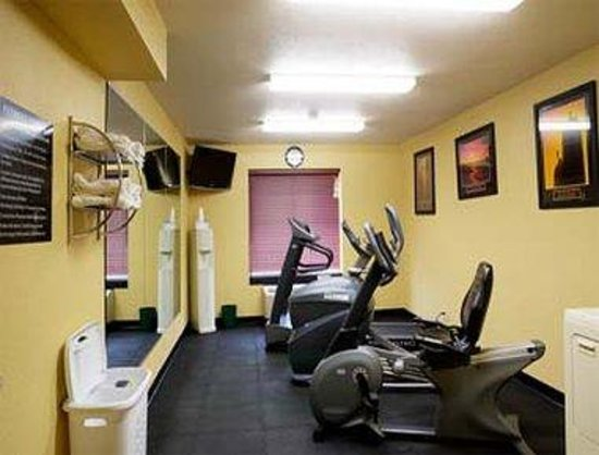 Super 8 Wausau: Fitness Center