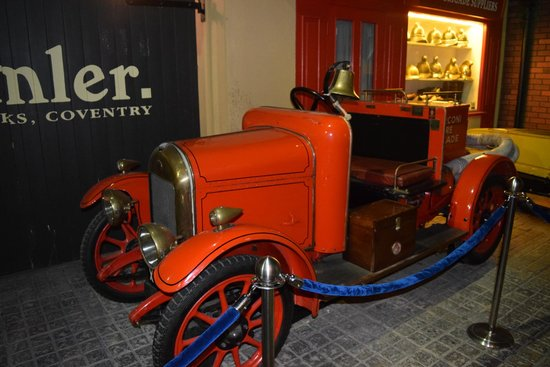 Coventry Transport Museum: Old fire engine