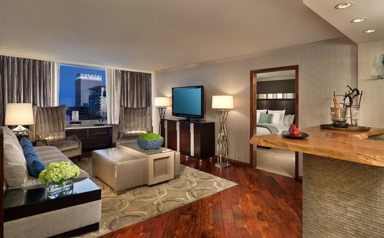 Luxe City Center Hotel: Platinum Suite Living Room