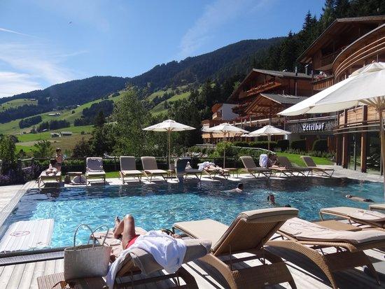 Sehr Schones Aussenpool Picture Of Hotel Leitlhof Dolomiten San