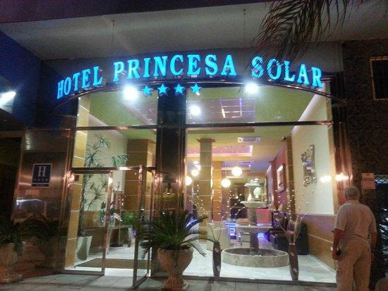 Hotel Princesa Solar: Wejcie do hotelu