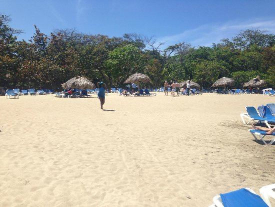 Barcelo Puerto Plata: Beach area.