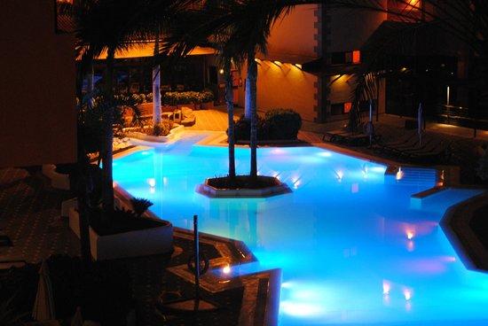 Melia Jardines del Teide : piscina de al lado del comedor