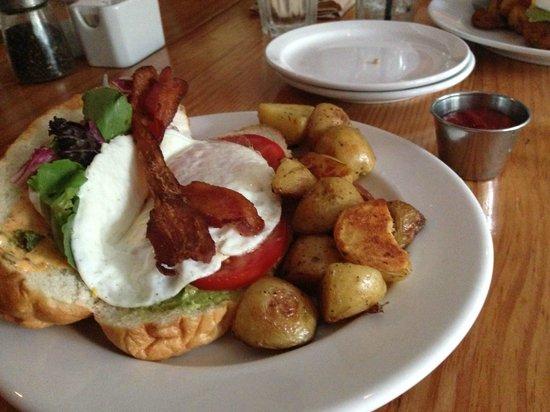 Chewies Steam and Oyster Bar - Kitsilano: Breakfast Po'boy
