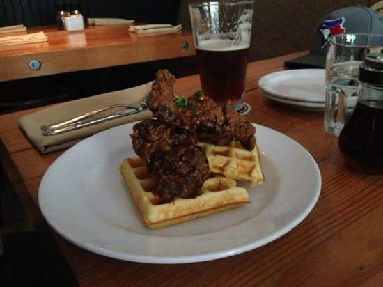 Chewies Smoke and Oyster Bar - Kitsilano: Chicken and Waffles