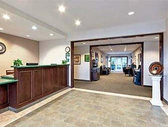 Hawthorn Suites by Wyndham Akron/Seville : Lobby