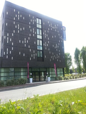 Best Western Plus Paris Velizy: Hotel View from the street