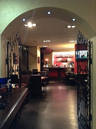 Le Boutique Hotel Moxa: The door into restaurant.