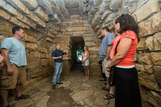 Tours By Roberto : Ancient burial site