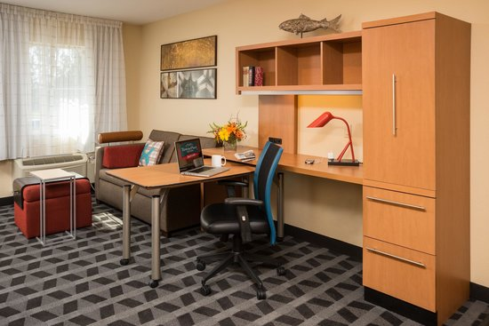 TownePlace Suites Bend Near Mt. Bachelor: Studio Desk
