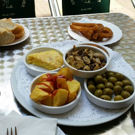 Cafe de L'Opera : Note that you see olives instead of meatballs...