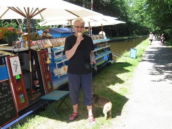 Pontcysyllte Aqueduct: Floating sweetie shop!