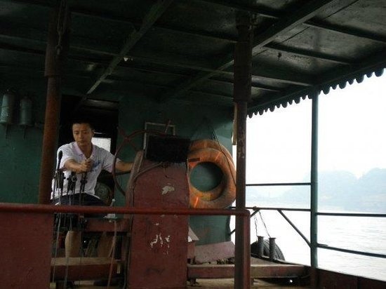 Leshan River, Friend and Foe: ferryman